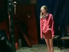 Папка мастурбирует дочке киску в БДСМ комнате