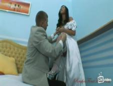 Трахает невесту азиаточку