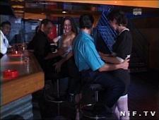 Пьяные девки трахаются с мужиками