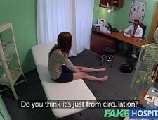 Доктор трахает пациентку на кушетке