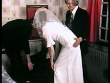 Толпой трахают невесту перед свадьбой