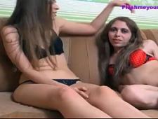 Девушка трахается с красивым трансом