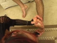 Лизать ножки во время секса мужику