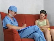 Док с другом долбят пациентку
