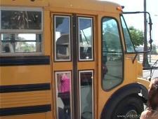Поймал и трахнул студентку в автобусе