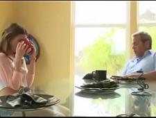 Отец трахает подругу дочери нежно в киску