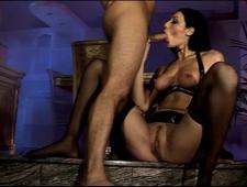 Парень трахает свою сексуальную мамочку