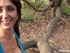 Выебал в лесу молодую девку раком