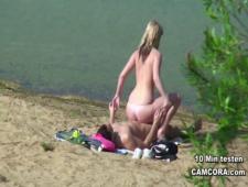 Подсмотрел как парочка чпокается на пляже