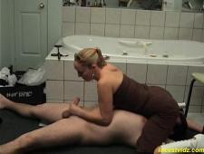 Родная сестра трахает брата в ванной