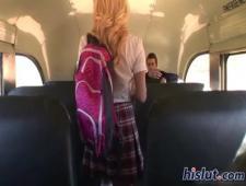 Трахают в автобусе студентку