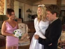 Ебут невест в свадебном салоне