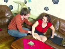 Мать трахается с сыном оседлав его толстой попой