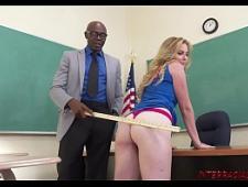 Учитель резко трахнул студентку в рот