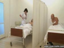Ебут медсестру на больничной койке